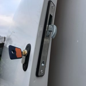 VW Caddy hook bolt deadlock