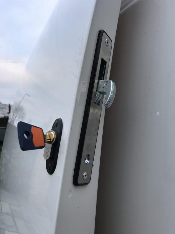 VW Caddy hook bolt deadlock